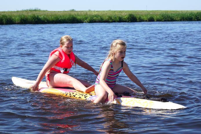 Met het warme weer zoeken veel kinderen het water op. Ook open water is in trek, zoals op De Eem
