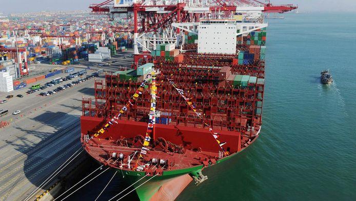Foto van het grootste containerschip eind 2014 in China