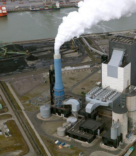 Personeel van stilliggende energiecentrale in de Rotterdamse haven legt boos het werk neer