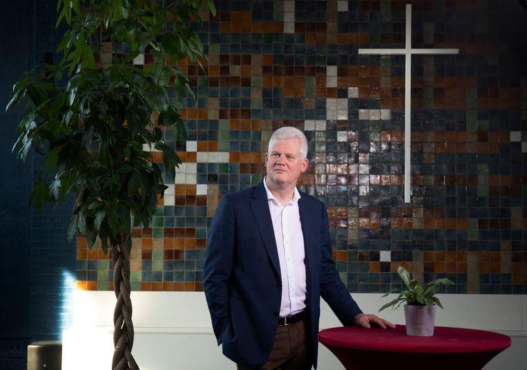 Chris van Dam in zijn 'eigen' kerk, de Bethelkapel in Den Haag. Hier werden twee jaar terug 24 uurs kerkdiensten gehouden om een Armeens gezin dat uitgezet dreigde te worden onderdak te bieden. Beeld
