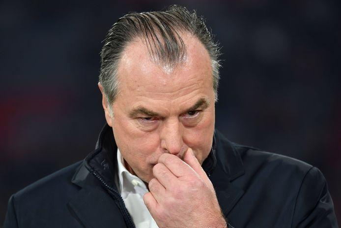 Clemens Tönnies voelt zich gedwongen zijn functie bij Schalke 04 neer te leggen.