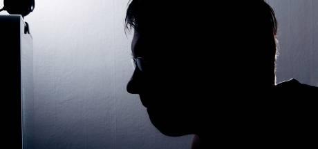 Ontslagen agent krijgt werkstraf voor lekken informatie van politie Oost-Nederland