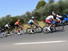 LIVE | Renners zoeken verkoeling, sprintploegen controleren