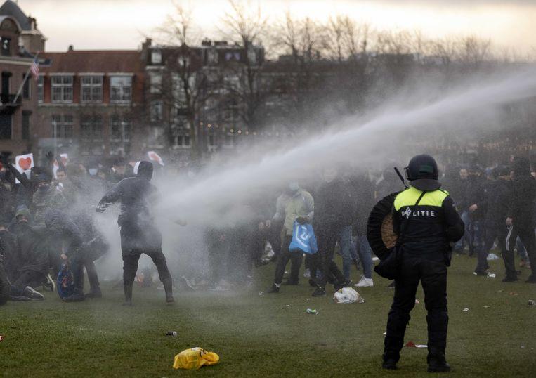Op 24 januari liep een demonstratie op het Museumplein tegen de coronamaatregelen flink uit de hand. Beeld ANP