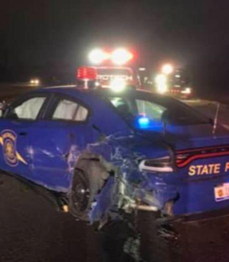 Zelfrijdende Tesla klapt op stilstaande politieauto: autoriteiten stellen onderzoek in