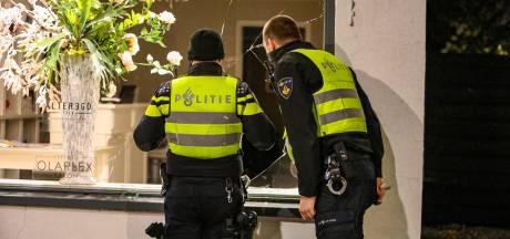 Stoeptegel vliegt door ruit kapsalon Best Hair in Apeldoorn, politie zoekt dader(s)