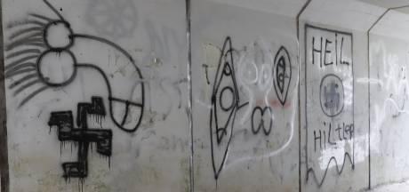 Spoorwegtunnel Cuijk beklad met hakenkruisen