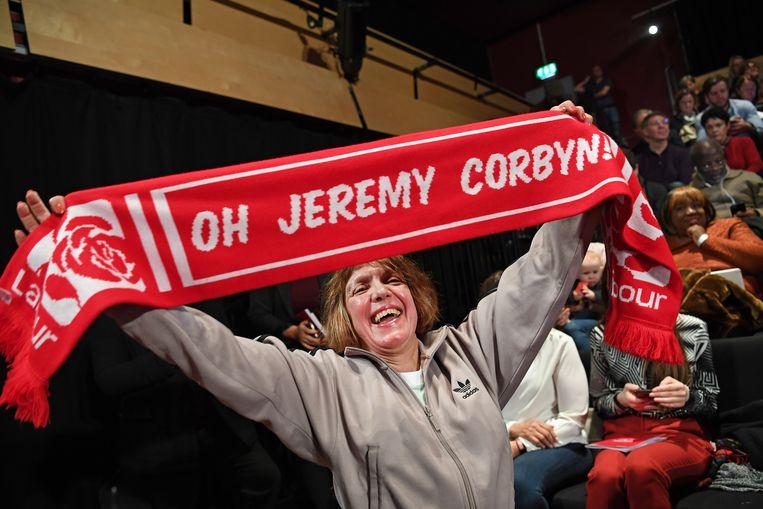 Een fan van Jeremy Corbyns Labour. De partij ligt momenteel onder vuur door antisemitische uitspraken van partijleden in het verleden. Beeld EPA