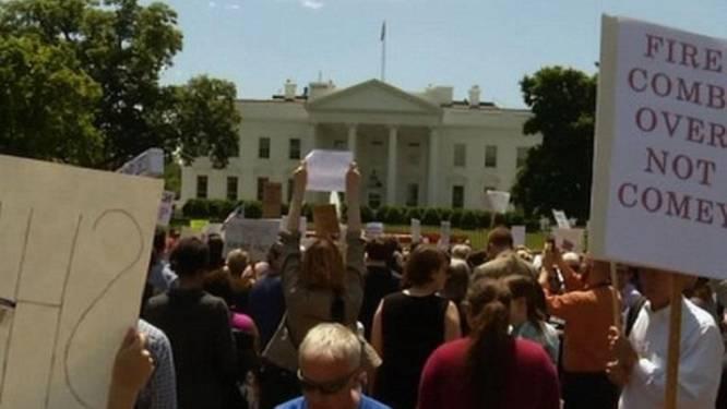 """Honderden betogers protesteren tegen ontslag Comey: """"Watergate is er niets tegen"""""""