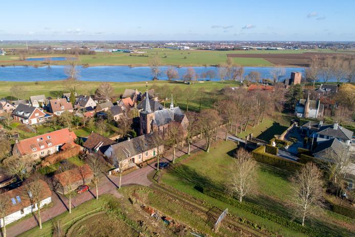 Bokhoven vanuit de lucht, met op de achtergrond de Maas.
