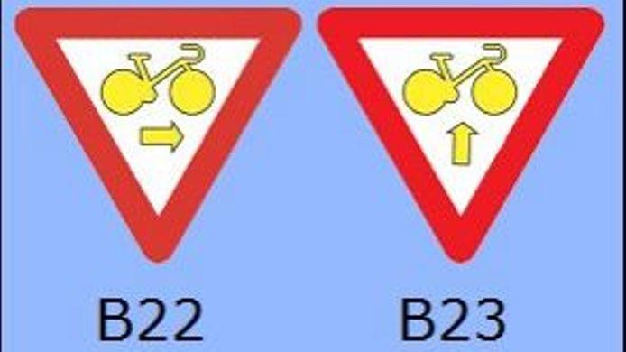 Panneau B22 et B23 placé aux feux rouges.