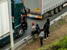 """Calais: Londres déplore une """"situation inacceptable"""""""