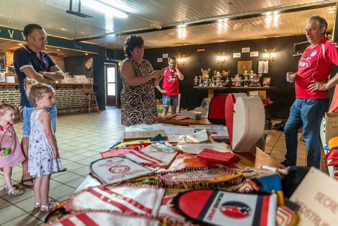 Voetbalclub RKPVV houdt een uitverkoop van alle spullen die de op te heffen club nog heeft.