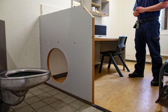 De cellen op deze afdeling zijn speciaal toegerust op extreem gewelddadige gevangenen. Foto Dolph Cantrijn