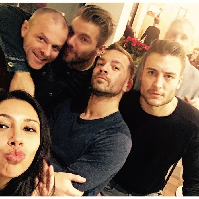 Daarnaast vertoeft hij regelmatig in het gezelschap van Danira Boukhriss, Kobe Ilsen en Viktor Verhulst. Op de foto herkent u linksboven ook Filip Meert.