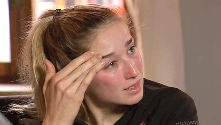 Femke Van Den Driessche tijdens haar getuigenis voor Sporza. Lichaamstaalexpert Dana Ketels: