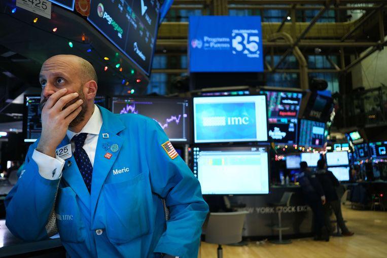 Beeld van de beurs in New York vrijdag. De Dow Jones zakte toen meer dan 220 punten.