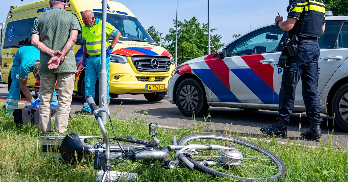 Fietser gewond na aanrijding met auto op rotonde in Drunen.