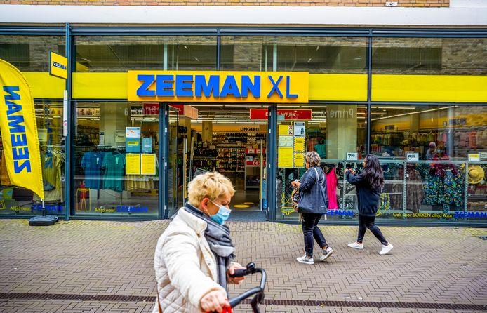 Textielsuper Zeeman in winkelcentrum de Baronie in Alphen.