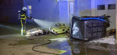 Container en pallets in brand aan de Kade in Roosendaal