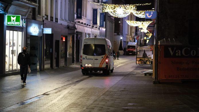 In Kortrijk patrouilleerde de politie al sinds vrijdagavond massaal door de straten.
