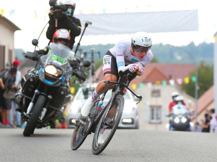 Bekijk hier de sensationele tijdrit waarin Pogacar naar de Tourzege snelde