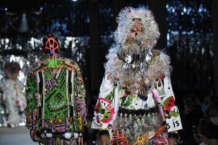 Modeshow van Tom Van Der Borght tijdens het modefestival van Hyères.
