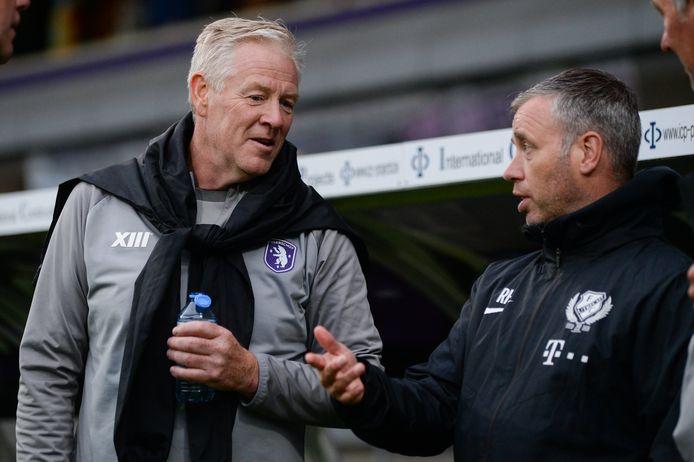 Beerschot-trainer Peter Maes (l)