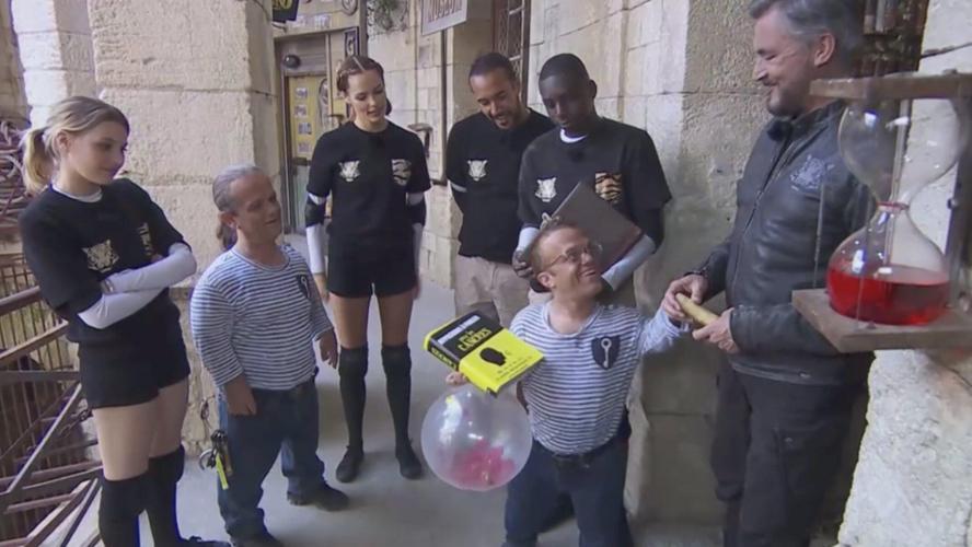 Passe-Muraille avec un livre et un ballon d'hélium