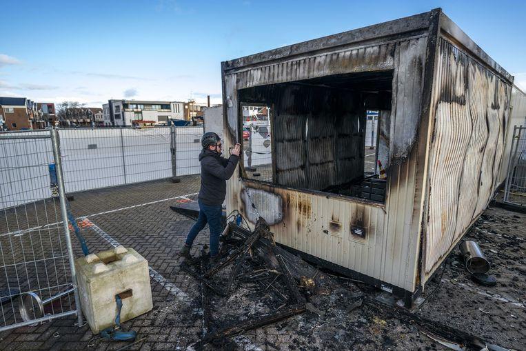 Brandschade bij de coronateststraat van de GGD op het haventerrein in Urk.  Beeld ANP