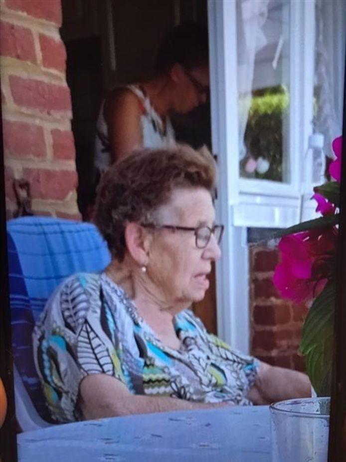 De vrouw droeg deze blouse tijdens haar verdwijning. Wie haar gezien heeft neemt best zo snel mogelijk contact op met politie.