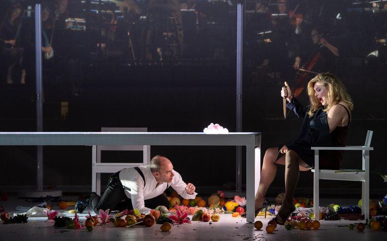 Kaïn (Leigh Melrose) en Eva (Annette Dasch) in de opera Die ersten Menschen Beeld Ruth Walz / De Nationale Opera