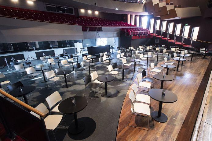 De grote zaal van de Schouwburg Hengelo biedt, met inachtneming van de coronamaatregelen, ruimte aan zo'n 250 mensen.