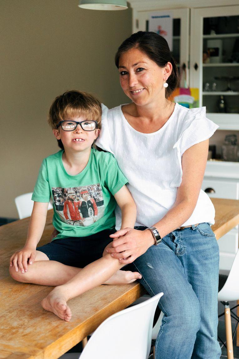 Sara Callier en haar zoontje Matteo. Beeld Damon De Backer