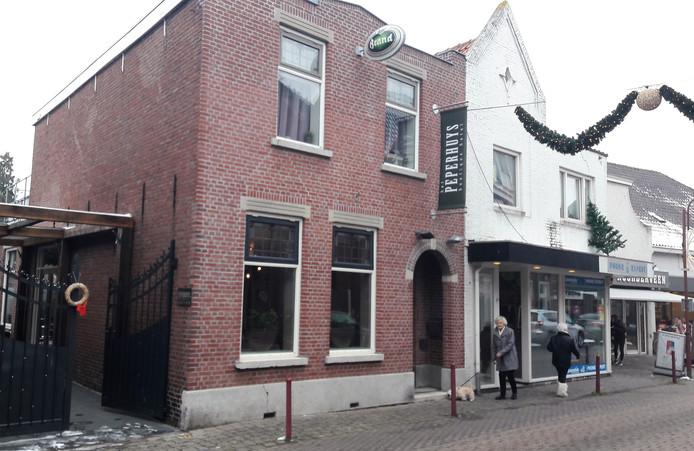 Het nieuwe boetiekhotel 't Peperhuys aan de Peperstraat in Kaatsheuvel met ingang door de poort.