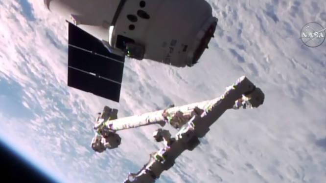 Ruimtecargo Dragon aan ruimtestation ISS aangedokt