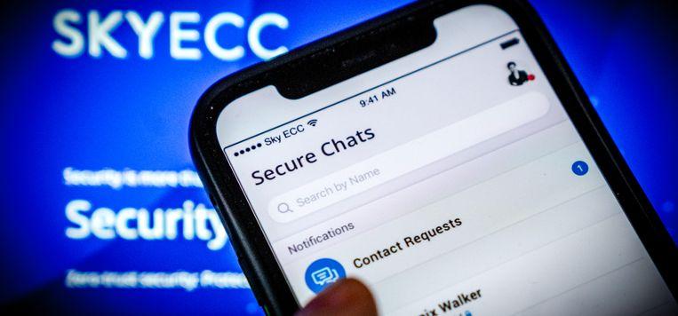 Een telefoon met software van de versleutelde berichtendienst Sky ECC. Na het kraken van de encryptie blijft het arrestaties regenen. Beeld Rob Engelaar