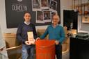 Christophe Croquet en zijn vader bij de opening van de pop-upzaak Koffie, thee & mmmeer in Lichtervelde vorig jaar.