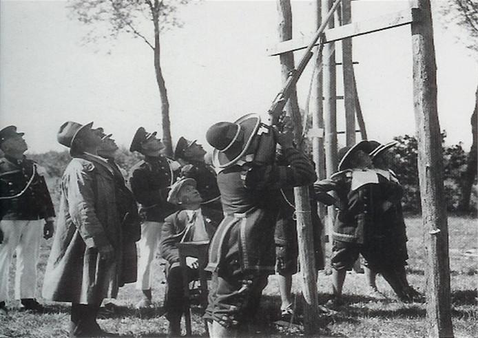 Foto uit vroeger tijden: koningschieten.
