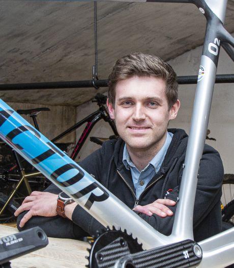 Student Jochem (24) uit Nijverdal maakt fietsen op maat: 'We staan er met z'n allen vol bewondering omheen'