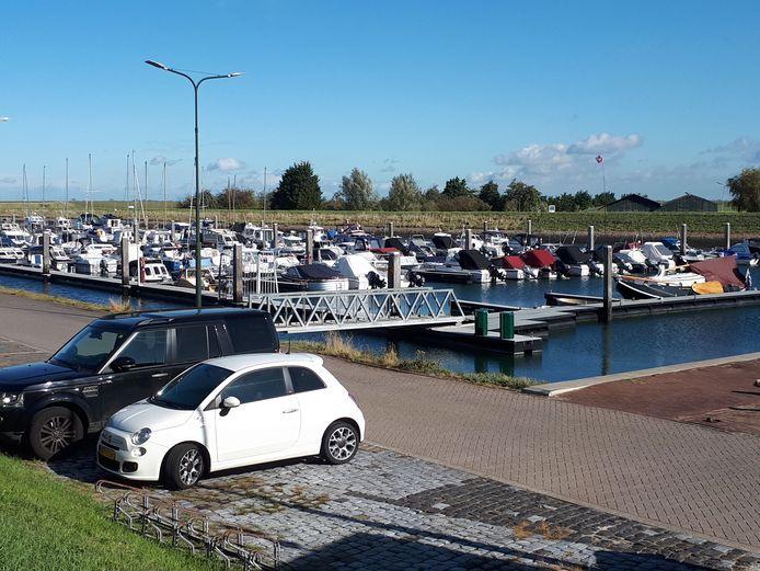 De jachthaven in Stavenisse mag dit jaar de Blauwe Vlag hijsen.