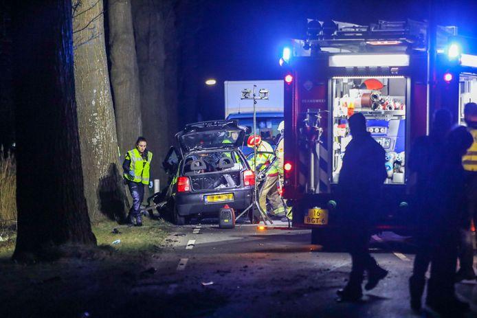 De gewonde moest door de brandweer uit de wagen bevrijd worden.