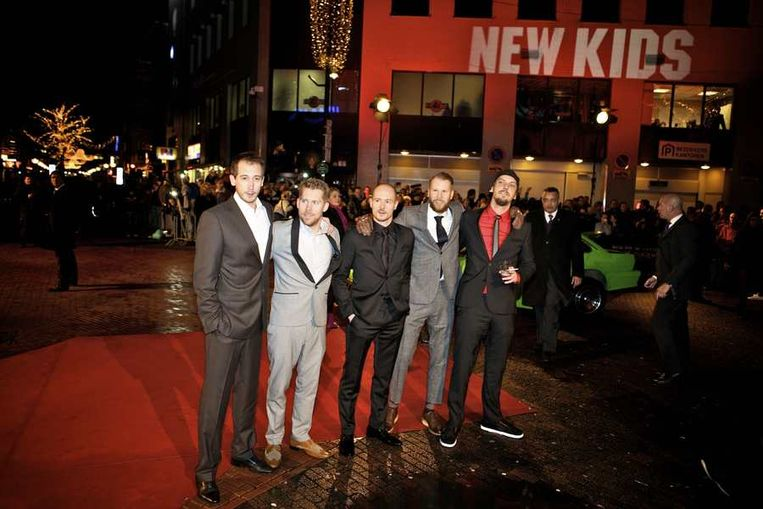 De cast van New Kids Nitro op de rode loper bij de première in Eindhoven  van de nieuwe film  van producent Reinout Oerlemans. © ANP Beeld
