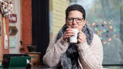 """ZOVEEL VERDIEN IK. Hilde (41) werkt halftijds om voor haar autistische dochter te zorgen: """"Als hypotheek betaald is, is mijn loon bijna op"""""""