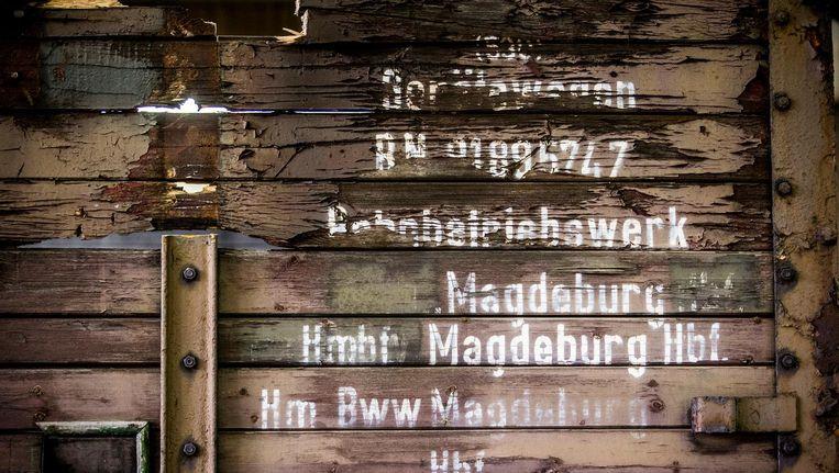 Drie oude goederenwagons die waarschijnlijk voor de deportatie van Joden zijn gebruikt staan in het Herinneringscentrum Kamp Westerbork Beeld anp