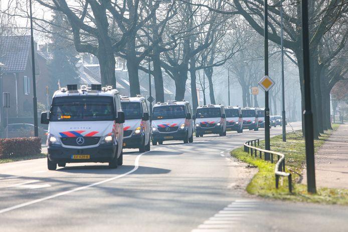 De politiemanschappen verzamelden zich vanochtend bij de Politieacademie aan de Arnhemseweg.