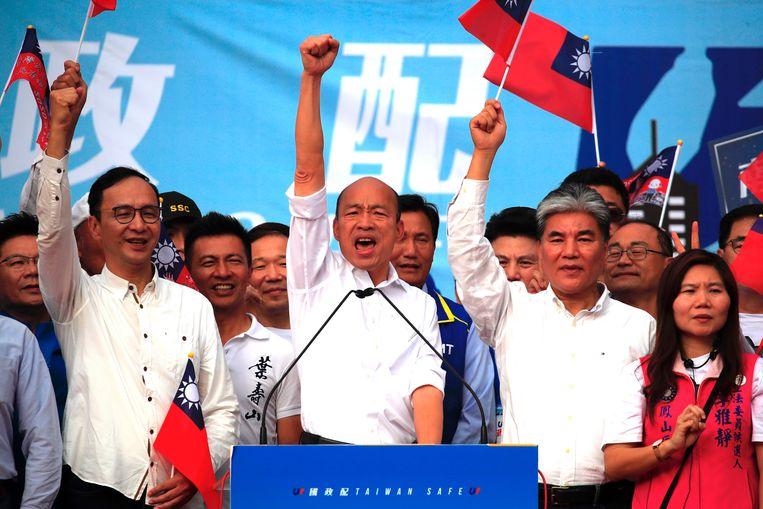 Presidentskandidaat Han Kuo-yu (midden) tijdens een campagne in Kaohsiung, waar hij burgemeester is. Beeld EPA