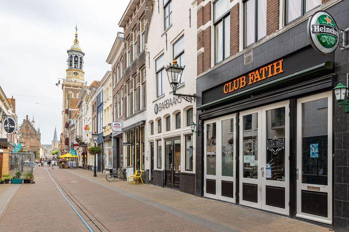 Club Fatih in de Oudestraat in Kampen is gesloten na de vele opgelopen coronabesmettingen vorige week.