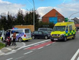 Bromfietsster gewond na aanrijding aan op- en afrittencomplex E40