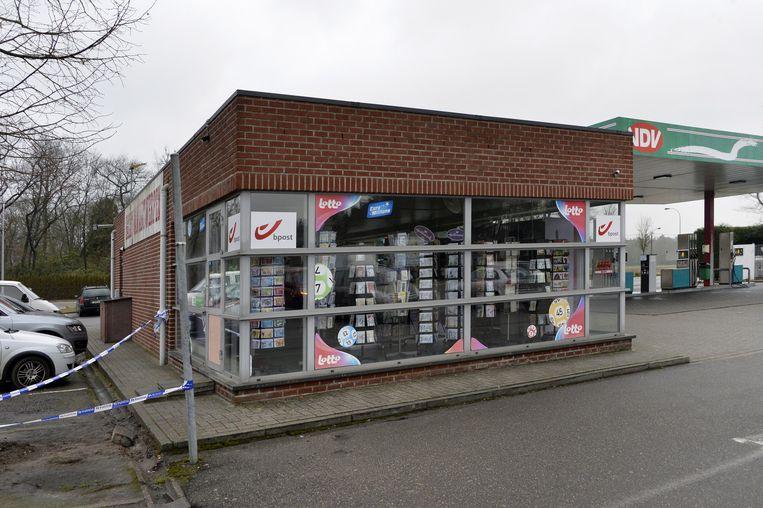 De krantenwinkel en het tankstation verdwijnen.